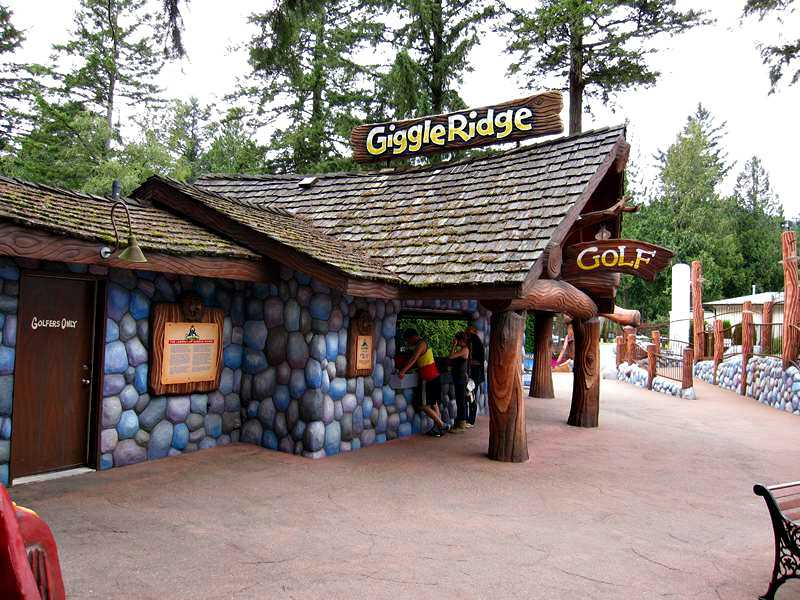 Cultus Lake miniature golf entrance
