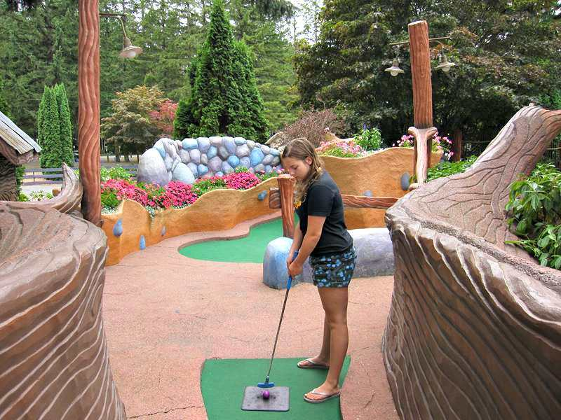 Cultus Lake miniature golf putting