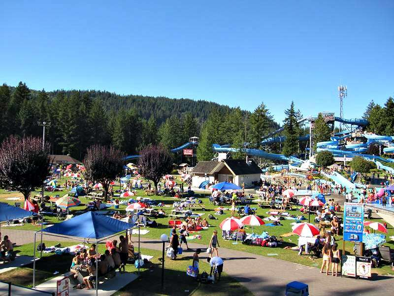 Cultus Lake Waterpark eating areas