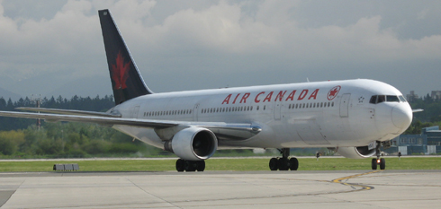 Air Canada plane landing
