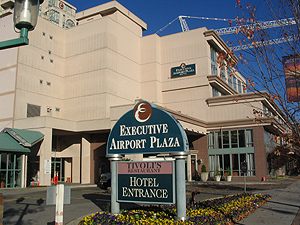 Executive Airport Plaza Hotel Rates Reviews Location And Driving Directions