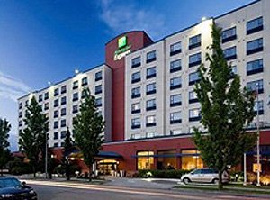 Holiday Inn Express Vancouver Airport  front